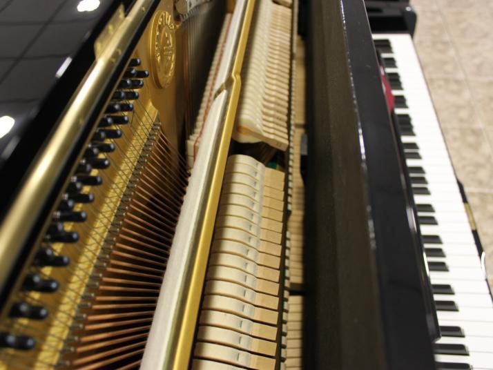 VENIDO Yamaha U1 - U1A. 121cm. Nº serie superior a 3.640.000.