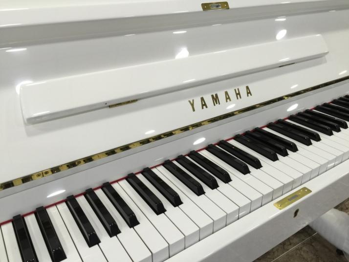 Yamaha U2 Blanco. 126cm. Nº serie superior 500.00.