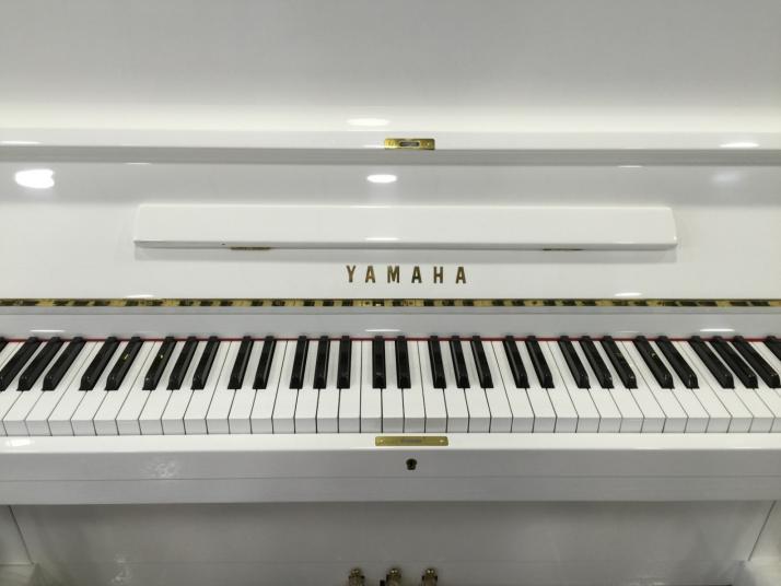 Yamaha U2 Blanco. 126cm. Nº serie entre 700.000-1.000.000.