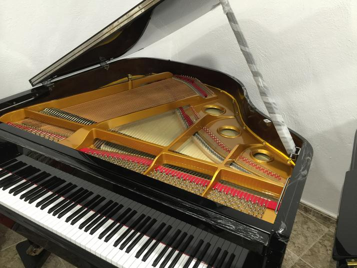 Piano Colin Negro Marca Propia 160cm.