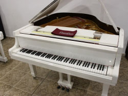 ALQUILER Piano Colin Blanco Marca Propia 160cm.